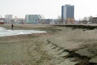 Plajele reabilitate cu bani europeni, distruse de valurile din ultimele luni. Cand incepe refacerea lor