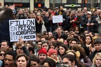 Francezii au iesit in strada inspirati de protestele din tara noastra.