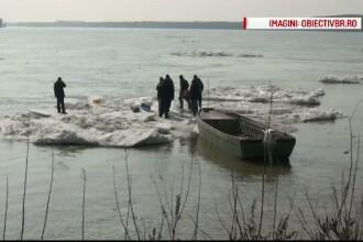 Cativa barbati din Braila au trait o aventura periculoasa: au facut un gratar pe un sloi de gheata care plutea pe Dunare