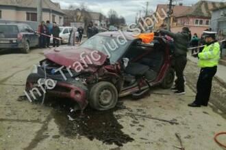 Baiat de 13 ani, ranit grav dupa ce s-a urcat la volan si a intrat cu masina in doua autoturisme parcate in Sibiu