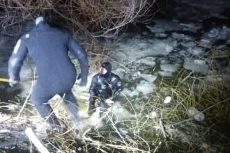 Trupul unui barbat a fost gasit in Balta Pipera, din orasul Voluntari. In zona in care se afla, gheata era sparta