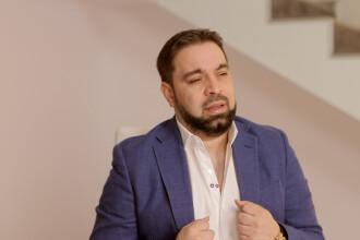 Florin Salam, retinut pe un aeroport din SUA. Politistii au descoperit ca avea 100.000 de dolari in bagaje