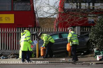 5 romani raniti, dintre care unul in stare grava, dupa ce o masina a intrat in multime la Londra.