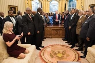 Explicatia din spatele fotografiei care i-a scandalizat pe americani. Ce a vrut sa faca de fapt consiliera lui Donald Trump