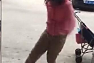 O femeie a fost filmata in timp ce isi lovea bebelusul cu piciorul in stomac. Care a fost motivul pentru care a facut asta