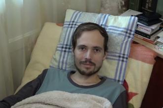 """Viața lui Adrian depinde de un medicament care costă 75.000 de euro. """"Suma este prea mare pentru noi"""""""
