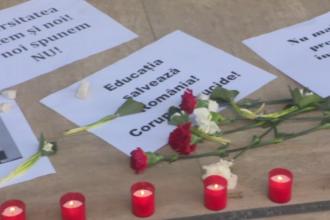 Lumânări și flori în memoria limbii române. Studenți și profesori, ironici la adresa noului ministru al Educației