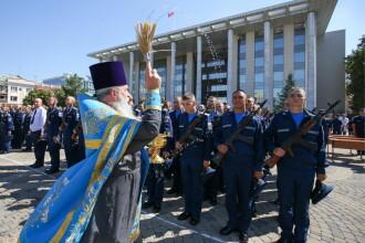 Preoţi din Rusia, antrenaţi pentru război.