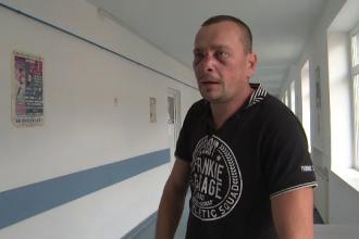 Bărbat din Gorj, bătut crunt de pădurarul din sat. Îl bănuia că tăiase arborii ilegal
