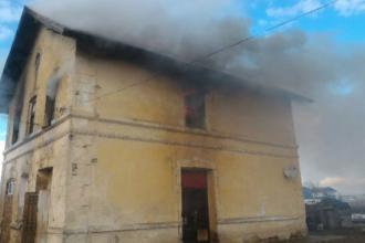 O fată de 17 ani a murit după ce locuința ei a fost cuprinsă de un incendiu