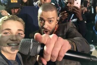 Un adolescent a devenit celebru după ce Justin Timberlake s-a fotografiat cu el la Super Bowl