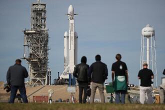 SpaceX a trimis în spațiu o rachetă care a avut la bord o maşină electrică Tesla