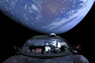 """De ce și-a trimis Elon Musk mașina Tesla în spațiu: """"Poate să fie descoperită de extratereștri"""""""