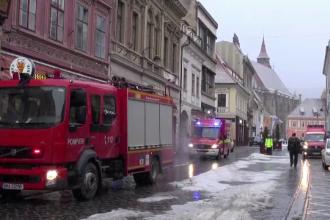 Incendiu violent în centrul Brașovului. Bărbat găsit mort după stingerea flăcărilor