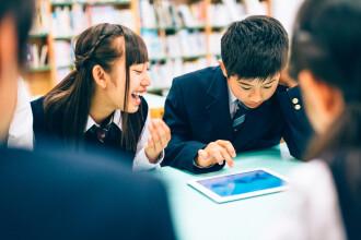 O școală publică din Japonia a impus elevilor uniforme Armani. Decizia, discutată în Parlament
