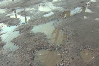 Comunele în care primarii și-au mărit salariile, deși oamenii n-au canalizare sau drumuri asfaltate