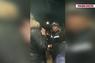 Țiganii care au agresat doi polițiști la un priveghi, arestați