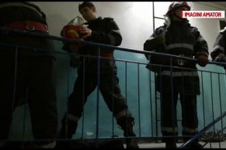 Copil de 7 ani, încuiat în casă de tată, în pericol să cadă de la etaj