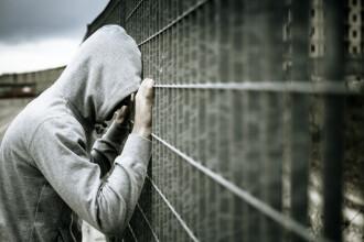 Un adolescent care fusese arestat, după ce a furat dulciuri, s-a spânzurat în închisoare