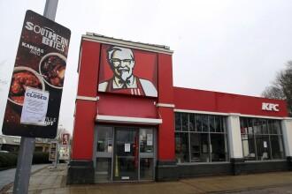 Sute de restaurante KFC din Marea Britanie s-au închis pentru că nu aveau carne de pui