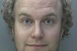 """Pedofilul """"sadist"""", lector la o prestigioasă universitate, condamnat la 32 de ani de închisoare. Cum își șantaja victimele"""