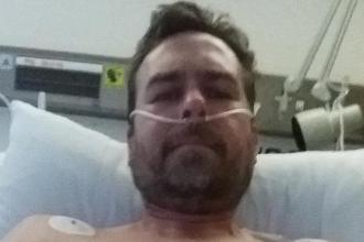 Un bărbat a ajuns să ia până la 90 de pastile zilnic din cauza unei accidentări