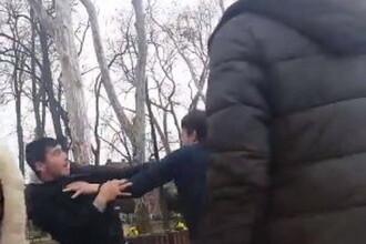 """Bătaie între doi elevi, în Lugoj. """"Dă-i cu cărămida în cap"""". VIDEO"""