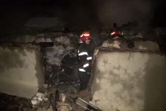 Doi bătrâni au ars de vii, după ce un incendiu puternic le-a mistuit casa