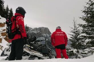 Patru turişti, blocaţi pe Valea Sadului, din cauza zăpezii