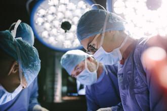Un bărbat din India trăiește cu două inimi care bat diferit. Medicii au utilizat o tehnică rară de transplant