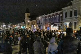 """200 de oameni au protestat în Cluj după OUG anunțată de Toader: """"Afară cu PSD din țară"""""""