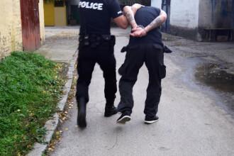 Cinci români arestați în Sicilia, acuzaţi de exploatarea altor români. Minore, forțate să se prostitueze