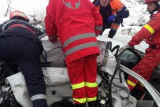 Un autoturism s-a ciocnit cu autocamion, pe DN 7. Patru persoane au fost rănite