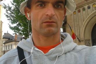 Povestea bărbatului care vinde de 20 de ani ziare în Piatra Neamţ.