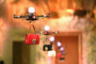 Genți transportate de drone la Săptămâna Modei de la Milano