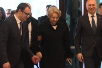 Momentul în care Viorica Dăncilă alunecă la intrarea în Reşedinţa de Stat a R. Moldova. VIDEO