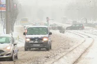 Amenzi și contracte reziliate pentru drumarii care nu au curățat zăpada. Sancțiune uriașă după un accident mortal