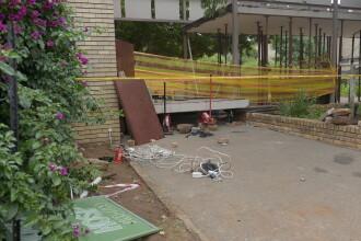 Trei elevi au murit și 23 sunt răniți după ce pasarela unei școli s-a prăbușit. FOTO