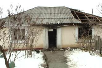 S-a îmbătat crunt, și-a bătut mama și a incendiat casa. Bătrâna trăia un calvar