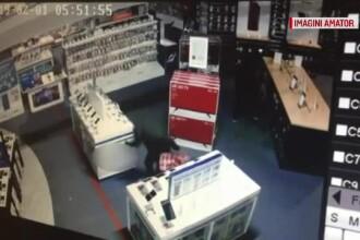 Trei indivizi care au jefuit un magazin de electrocasnice, prinși cu focuri de armă. VIDEO