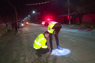 O femeie, spulberată de o mașină în Dâmbovița. Greșeala comisă de victimă