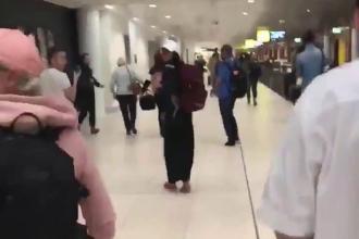 Panică pe un aeroport din Australia. Un bărbat înarmat a amenințat călătorii. VIDEO