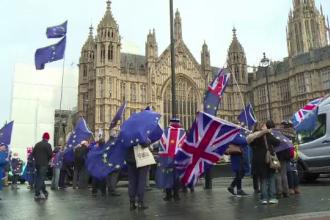 Trei miniştri de la Londra cer amânarea Brexit.