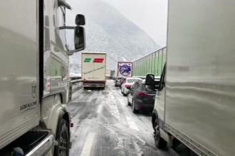 Coadă de 16 km pe o autostradă în Italia. 200 de persoane au fost salvate
