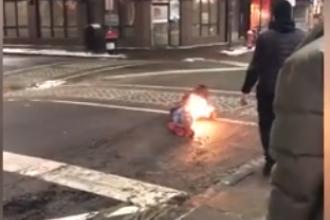 Un bărbat a luat foc după ce a fost electrocutat de paznicii unui restaurant. VIDEO