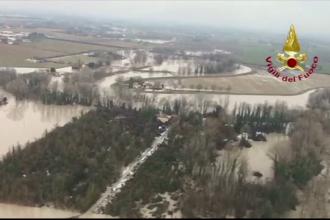 Inundații grave în Italia. Momentul în care 7 oameni au fost salvați cu un elicopter. VIDEO