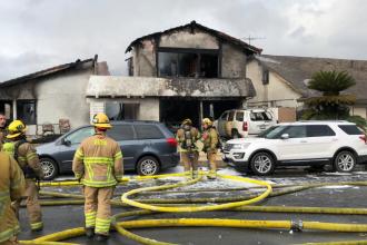 Cinci morți și doi răniți după ce un avion s-a prăbușit peste o casă, în California