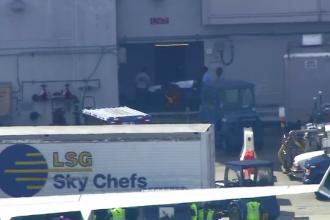 Incident învăluit în mister la bordul unui avion. Piloţii au avut nevoie de îngrijiri medicale