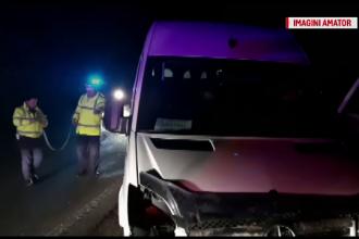 Accident cu 11 răniți în Mehedinți, după ce un microbuz a derapat într-o curbă