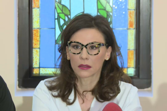 Adina Alberts, despre cum l-a descoperit pe medicul fals: Am văzut cum ține seringa. VIDEO
